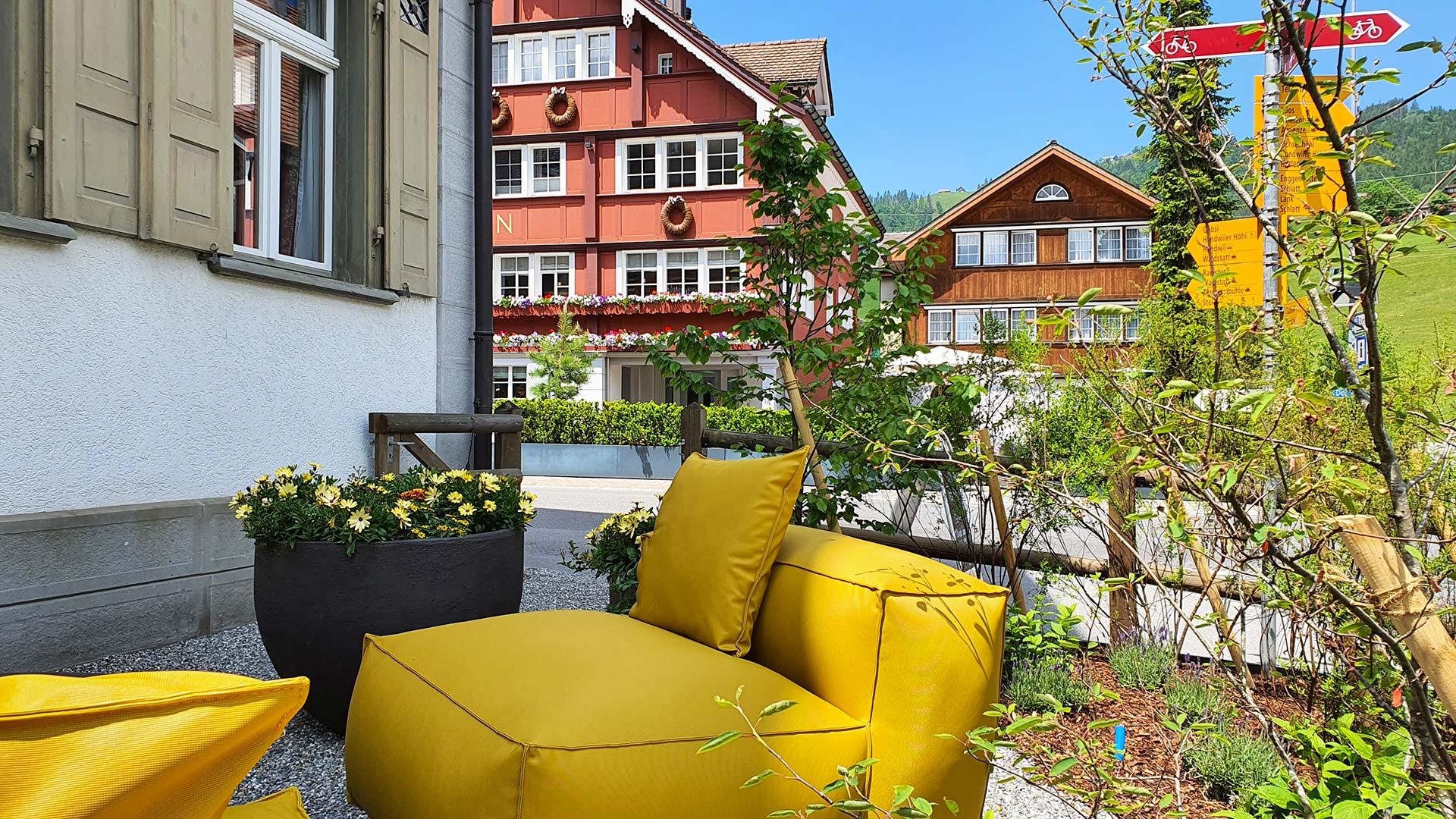Terrasse des Restaurant Löwen in Gonten, Appenzell - vis-à-vis von Hotel Bären Gonten