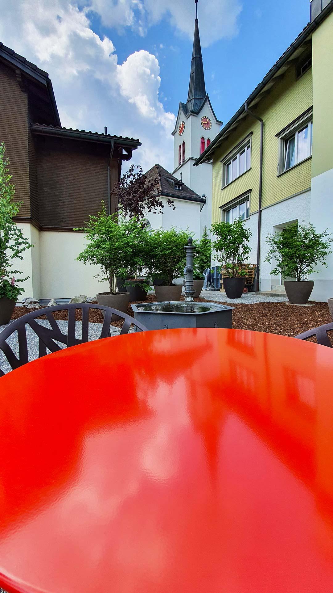 Sonntagskaffee nach der Messe, Kirche & Löwen, Gonten